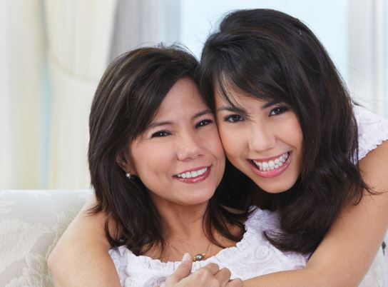 mother-daughter-sharing-mineral-makeup-looks.jpg