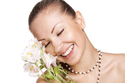 woman-dewy-cheeks-mineral-blush-look.jpg