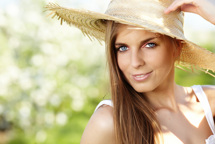 woman-sunhat-mineral-makeup-sun-protection.jpg