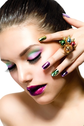 woman-shows-mineral-eyeshadow-match-nail-polish-look-tutorial.jpg