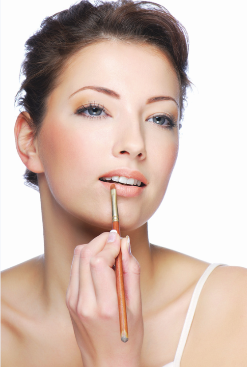 woman-applying-mineral-makeup-lip-color.png