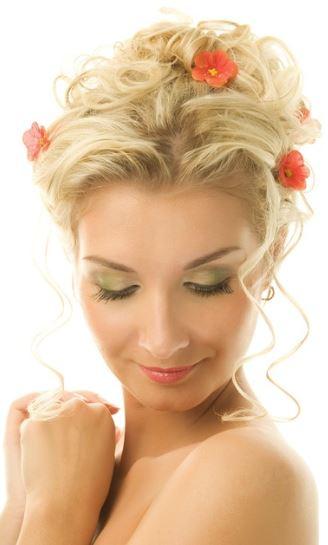 woman-showing-eyeshadow-looks-on-eyes.jpg